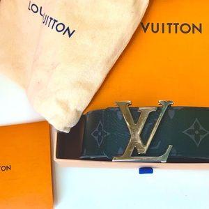 Unisex Black LOUIS VUITTON Belt w original Box Bag
